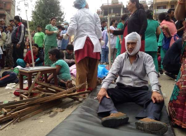 Picture of Injured people receive treatment outside the Medicare Hospital