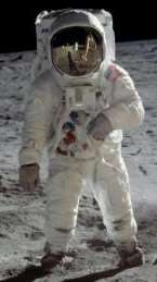 http://upload.wikimedia.org/wikipedia/commons/1/12/Buzz_Aldrin_Apollo_Spacesuit.jpg